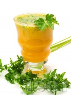 Безалкохолен коктейл с ананас, сок от моркови, чили и кориандър - снимка на рецептата
